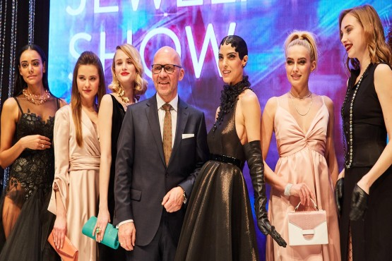 CEO Klaus Dittrich with models of the INHORGENTA MUNICH Jewelry Show