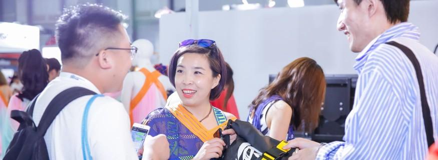 Besucher auf der ISPO Shanghai