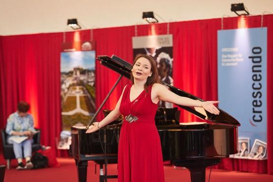Mezzosopranistin Cornelia Lanz verzaubert das Publikum mit ihrer göttlichen Stimme