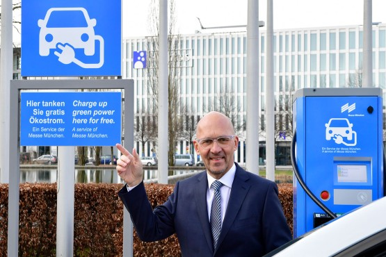 Messe München leads by example: Klaus Dittrich, Chairman and CEO, puts a Supercharger for electric vehicles into service