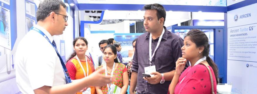 Besucher und Aussteller auf der IFAT INDIA