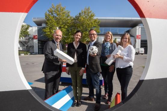 Auf dem Foto (v.l.): Klaus Dittrich, Viktoria von Wulffen, Norbert Blesch, Birgit Treml und Julia Sicheneder